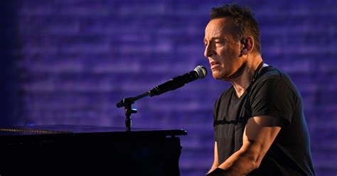 Bruce Springsteen urges Americans to unite in Jeep Super